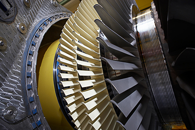 Das Bild zeigt die Siemens Gasturbine SGT5-2000E. Drei dieser Turbinen liefert Siemens für das Kraftwerk Azura-Edo in Nigeria. The picture shows the Siemens SGT5-2000E gas turbine. Three of these turbines will be supplied for the Azura-Edo power plant in Nigeria.